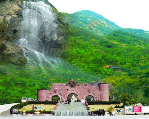 Huaguo Mountain, the Monkey King Gate in the foreground